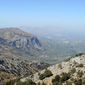 Η κορυφή Κούπα, όπως φαίνεται από τη θέση Αρμίχια πάνω από το χωριό Κατωφύγι.