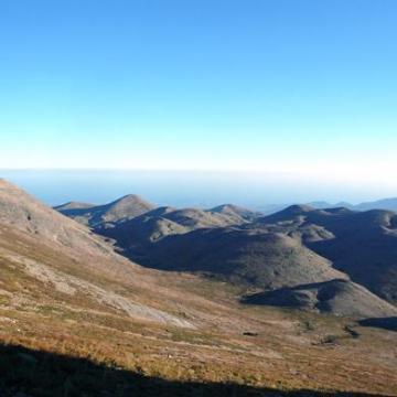 Το Λιβαδιώτικο Αόρι ή Λάκκος του Μυγερού, από την κορυφή του Ψηλορείτη.