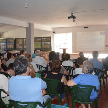 Ο κος. Προμπονάς, συντoνιστής του έργου, εισάγει το κοινό στις περιοχές Natura 2000, Αλίκαμπος