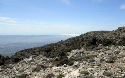 Με θέα την πεδιάδα της Μεσαράς, από τη θέση Αμπελάκια Ρούβα.